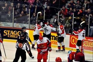 Молодые российские хоккеисты уступили канадцам на старте Суперсерии