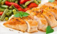 Как готовить и с чем подавать куриную грудку в фольге, запеченную в мультиварке?