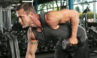 4 самых эффективных упражнения на трицепс с гантелями для спортзала и дома