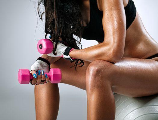 Тренировка для девушек в фитнес клубе